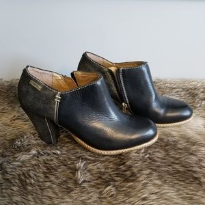 Pikolinos gold and black leather ankle bootie